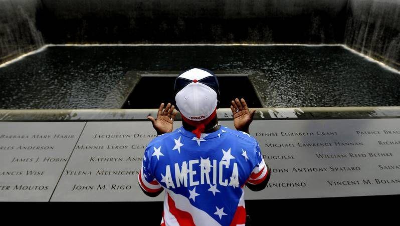 EE.UU. recuerda a las víctimas del 11-S en su 13º. aniversario.Recreación del juicio, con el yerno de Bin Laden a la derecha