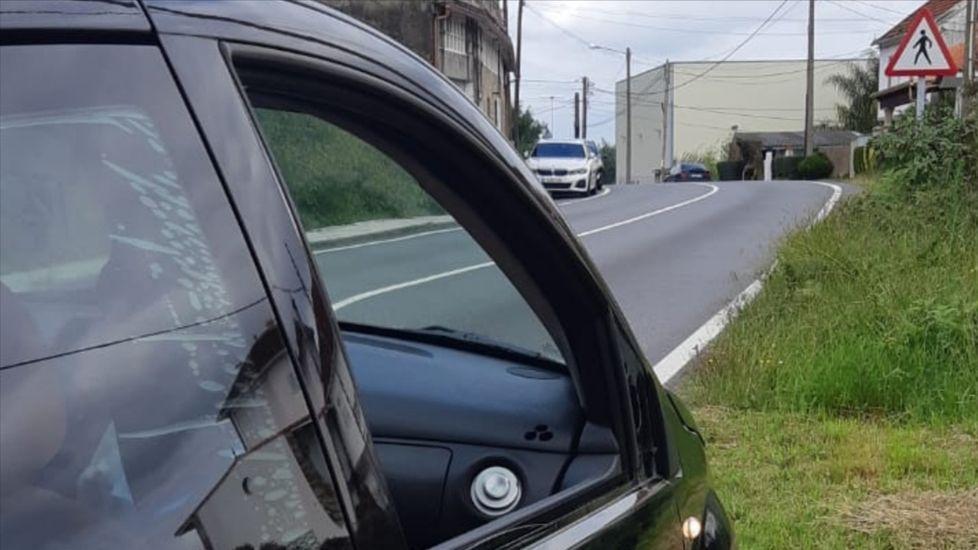 El automóvil causante del siniestro, todavía sin el espejo