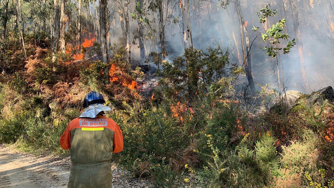 El incendio de Boiro, que está estabilizado, ha calcinado 80 hectáreas