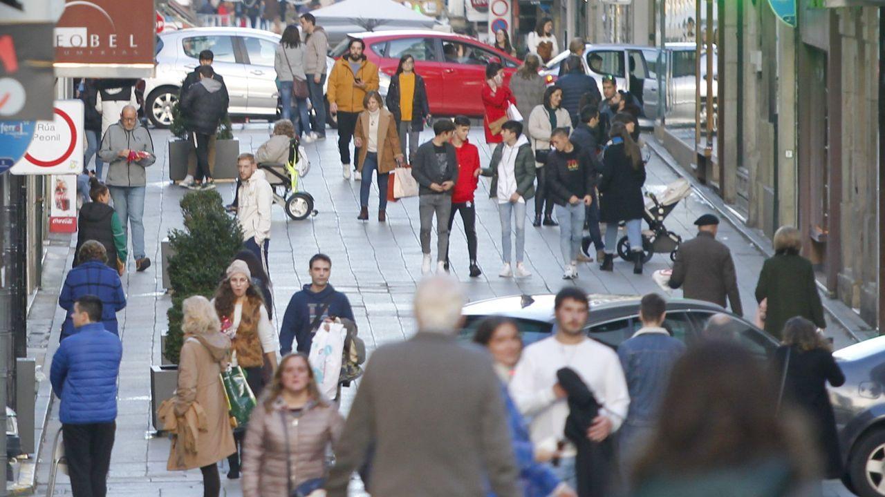 Multitud de bajos comerciales permanecen cerrados en Noia.Foto de archivo del polígono pobrense de A Tomada