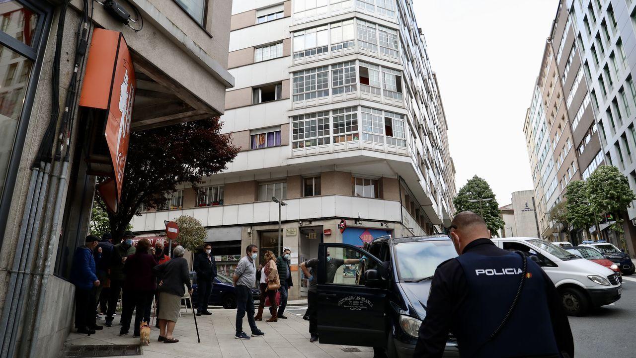 Zona entre el Campus Vida y la Avenida de Barcelona , donde acuden los toxicómanos a pincharse , llena de jeringuillas usadas ..El herido fue trasladado en ambulancia al Hospital Clínico de Santiag0
