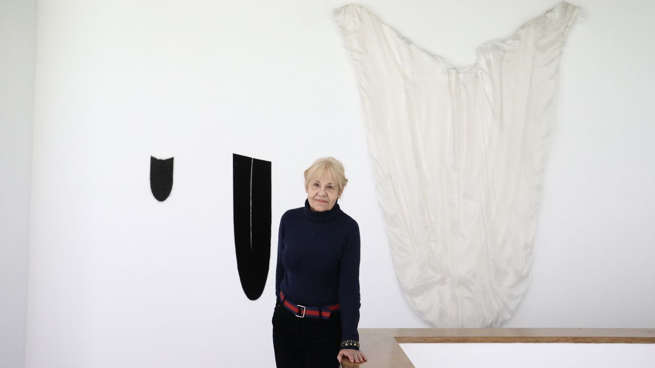 Eva Lootz inauguró su exposición en la compostelana galería Trinta.