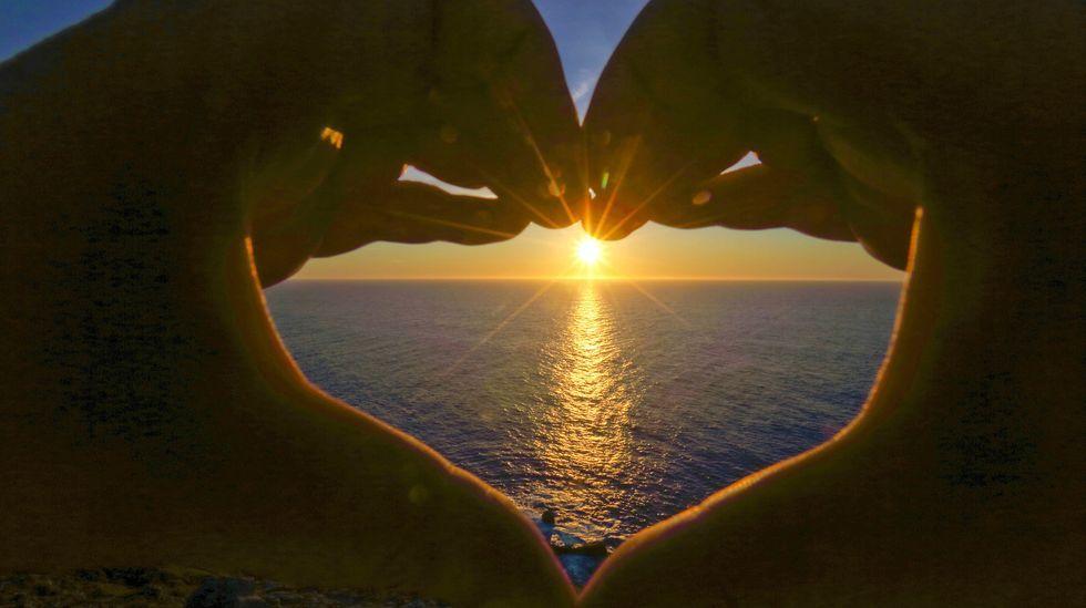 Así se despidió ayer el sol en Touriñán, Muxía: las imágenes.Garrido, durante a súa intervención