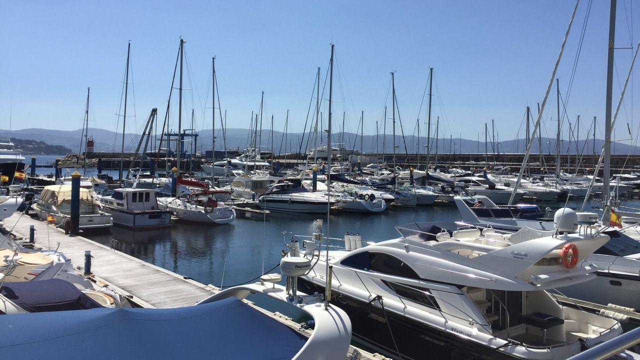 Así es como se vive de lujo en un barco.Puerto de Sanxenxo. Foto de archivo