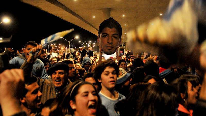 Luis Suárez, recibido en Uruguay como un héroe.Luis Suárez en su llegada a la sede del TAS esta mañana