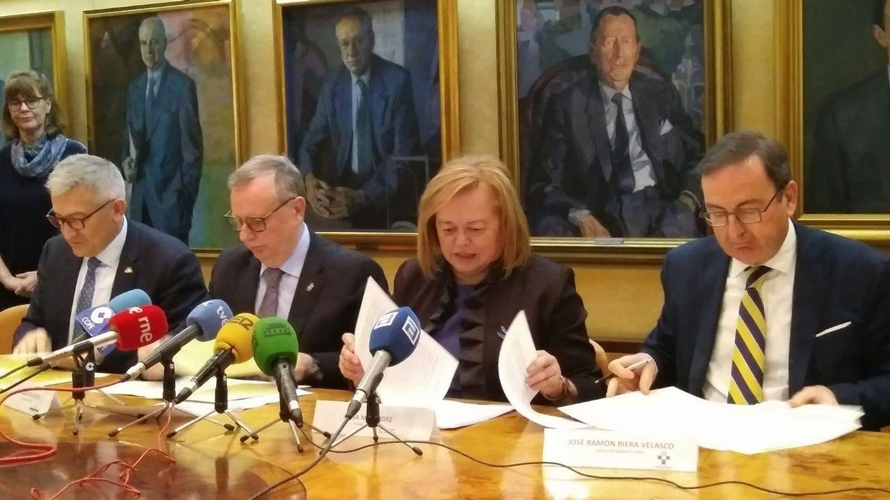 Las imágenes del 8M en Galicia.El rector de la Universidad de Oviedo, Santiago García Granda; el consejero de Sanidad, Francisco del Busto; y la presidenta del CSIC, Rosa Menéndez.