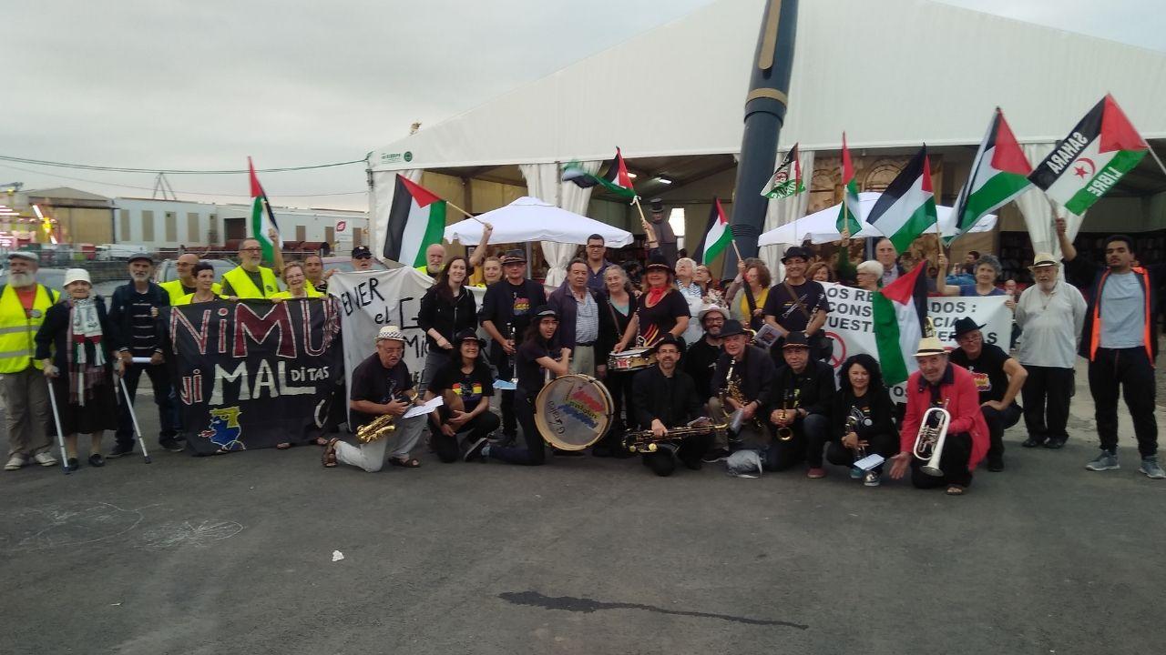 En 2018, en la Semana Negra, con miembros de Sahara Libre
