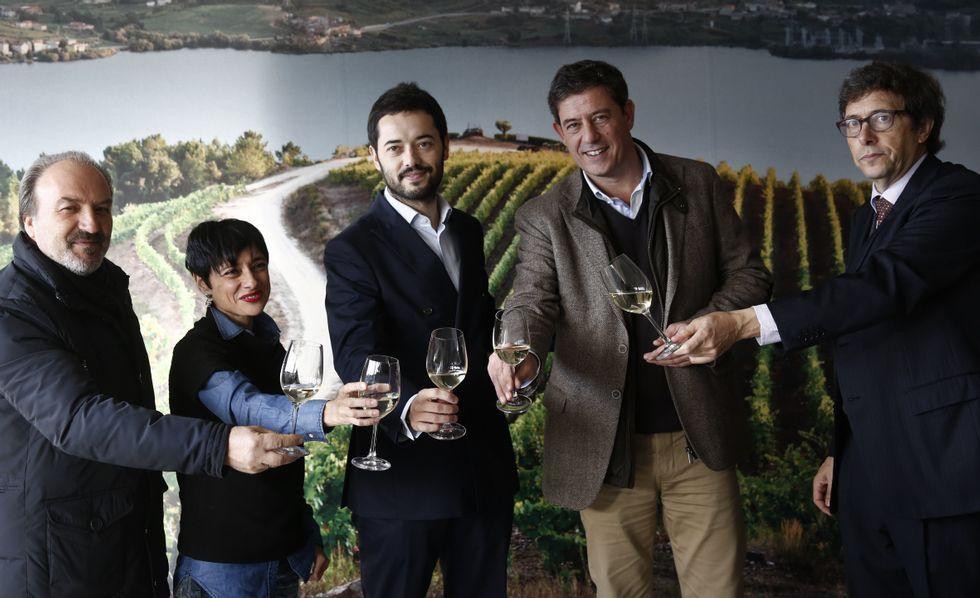 Gómez Besteiro se reúne con el alcalde de Ponteceso en la asociación de los empresarios.Besteiro y los candidatos estuvieron en la cooperativa.