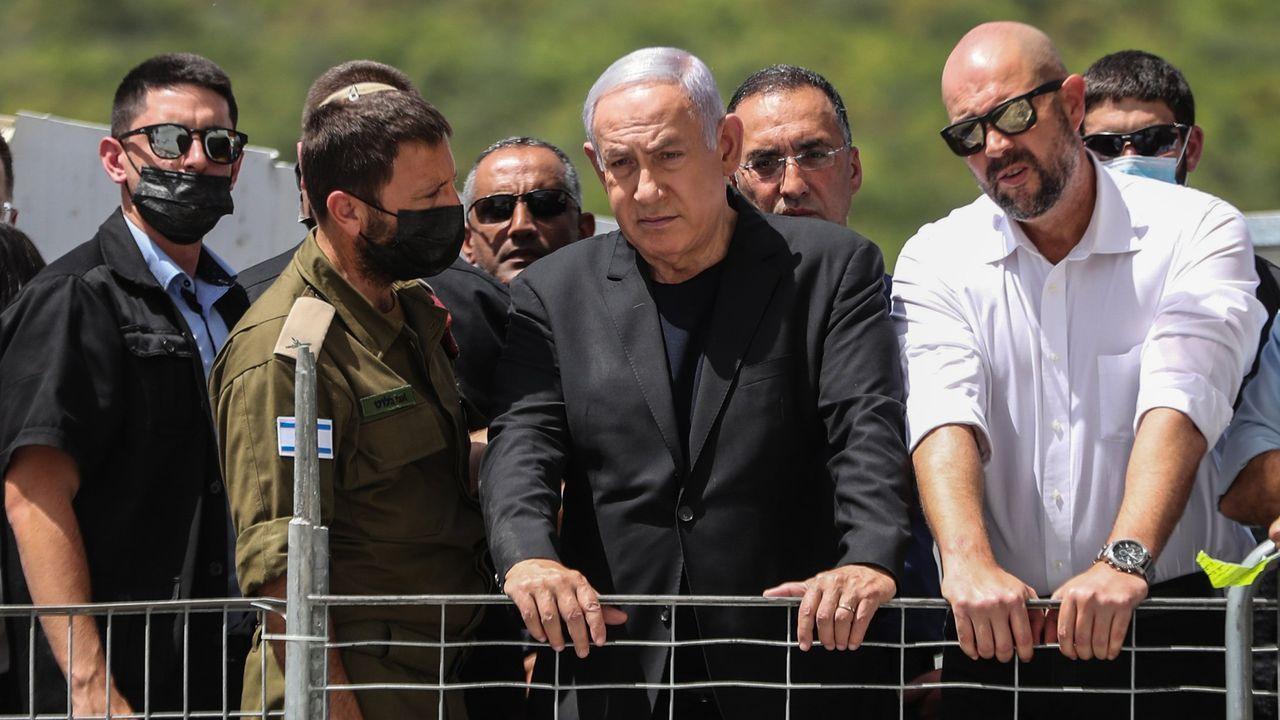 Nuevos enfrentamientos en Jerusalén.Netanyhau observa el lugar de la avalancha que acabó con la vida de 45 ultraortodoxos