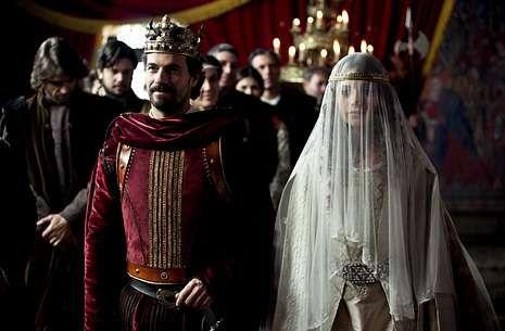 Felipe, Letizia y las infantas, en  Granada.Rodolfo Sancho y Michelle Jenner interpretan a los reyes Fernando e Isabel en la serie.