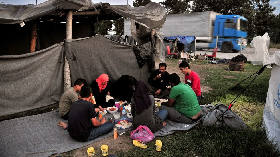 Fernández Díaz se considera la víctima.Campamento de Idomeni