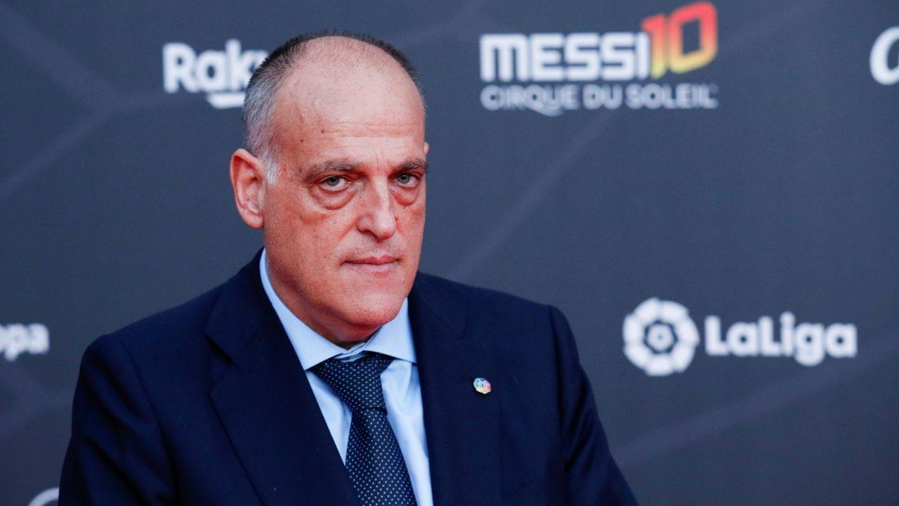 La jornada definitiva de la sesión de investidura, en imágenes.Saúl Berjón durante el Real Oviedo-Numancia