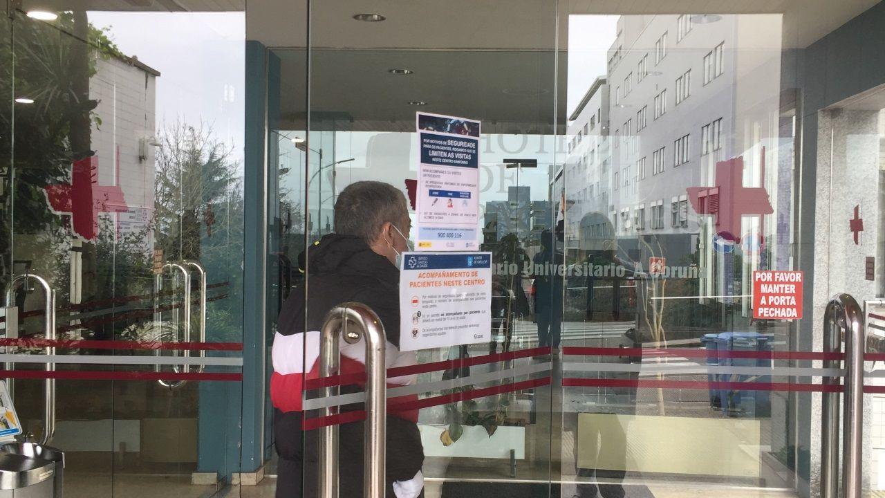 Personal de la Residencia de Mayores Portazgo pide a los familiares que se queden en casa a ritmo de cumbia.Antón Fernández, director médico del Chuac