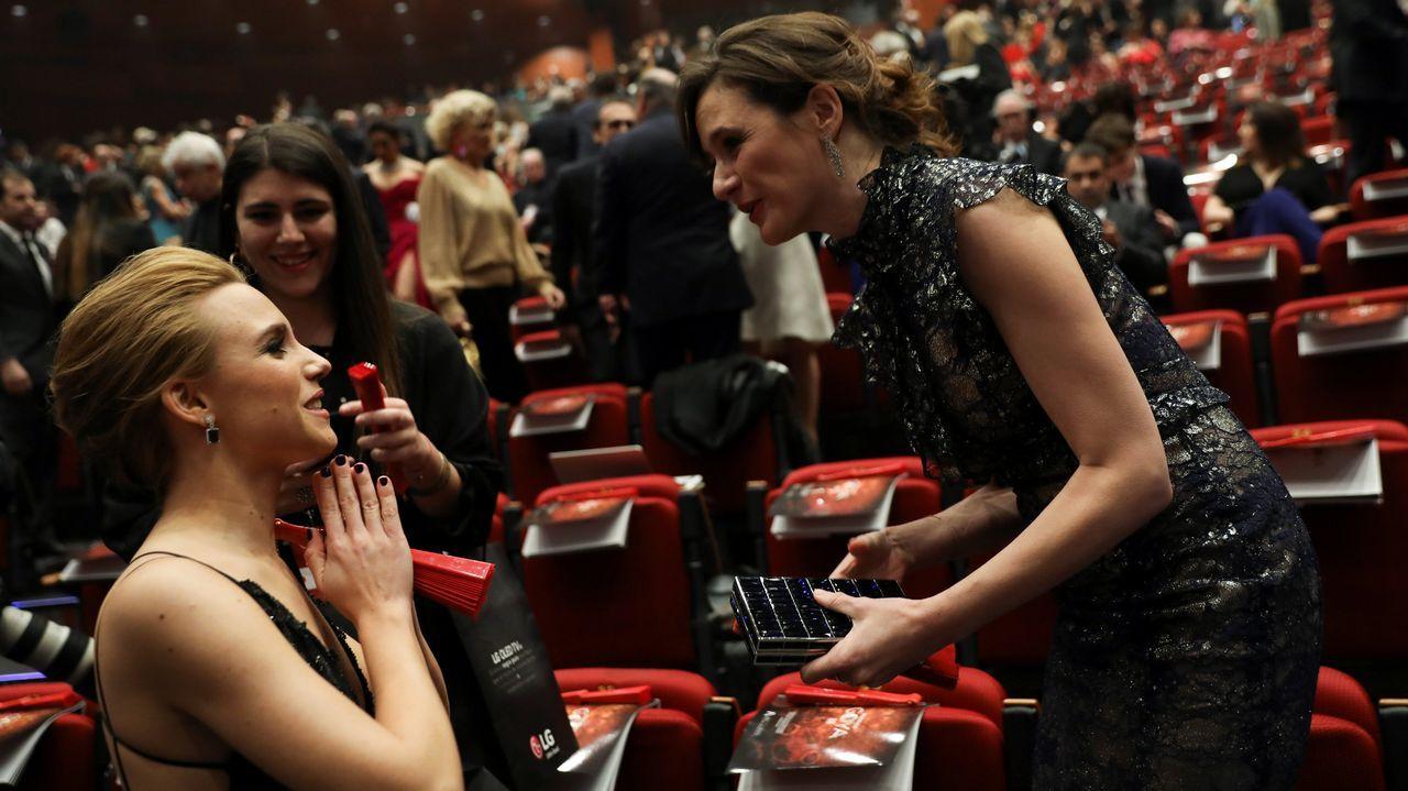 Maria Botto.Aura Garrido y Emily Mortimer, minutos antes de comenzar la gala.