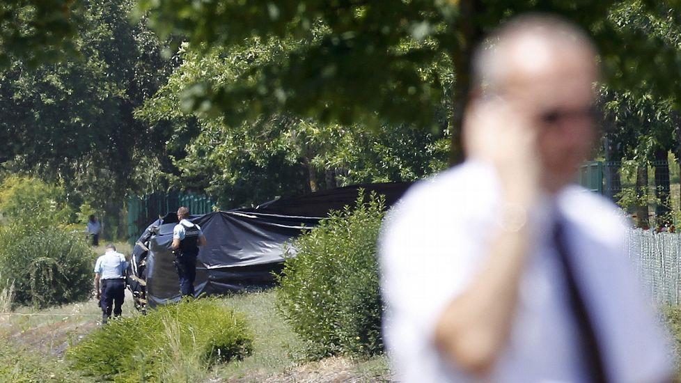 La cabeza de la víctima ha sido hallada colgada en lo alto de una valla que rodea la factoría, con inscripciones en árabe, según informa Afp.