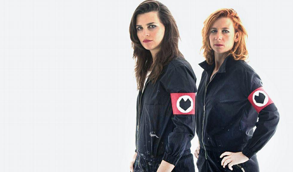 Vicky Longa, a la izquierda, se fue de Vilagarcía a Barcelona hace seis años y es, con Aina Godoy, el alma mater de Manuela Kant.