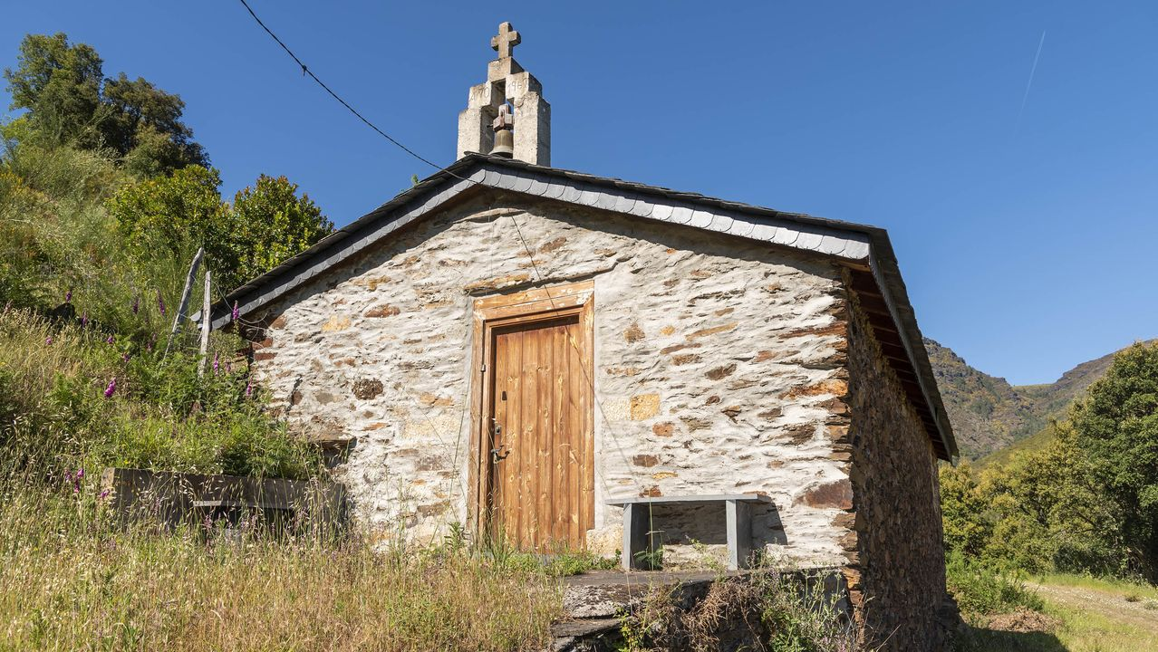 Una capilla restaurada en la localidad de Ferreira
