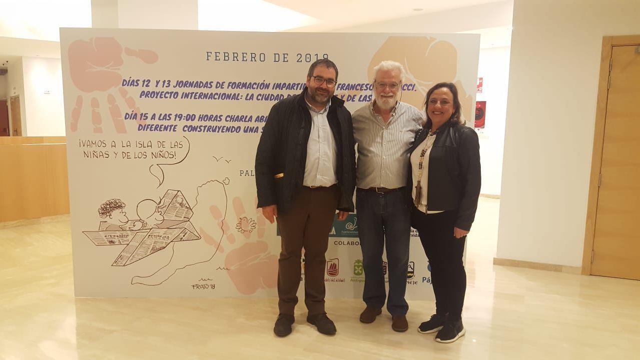 Pleno de homenaje al vecino de Sanxenxo que murió intentando rescatar a una persona en el mar en Canarias.Aeropuerto de Asturias