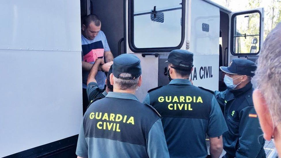 Pasan a disposición judicial los detenidos en la operación contra la fabricación ilegal de tabaco.El alcalde de Pontevedra, Miguel Anxo Fernández Lores, durante la reunión telemática de 31 alcaldes sobre los remanentes de los concellos