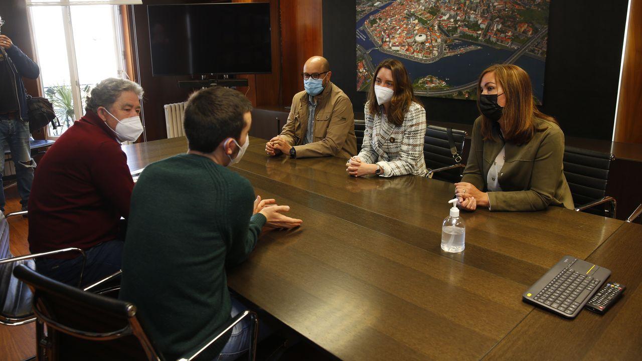 Descubrimos los secretos del convento de clausura de Santa Clara cerrado desde 2017.En la reunión estuvieron presentes el alcalde de Pontevedra y el responsable de Xuventude, Alberte Oubiña