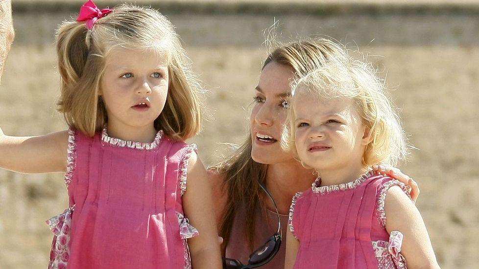 Las infantas con Letizia Ortiz en agosto del 2009 en Mallorca.