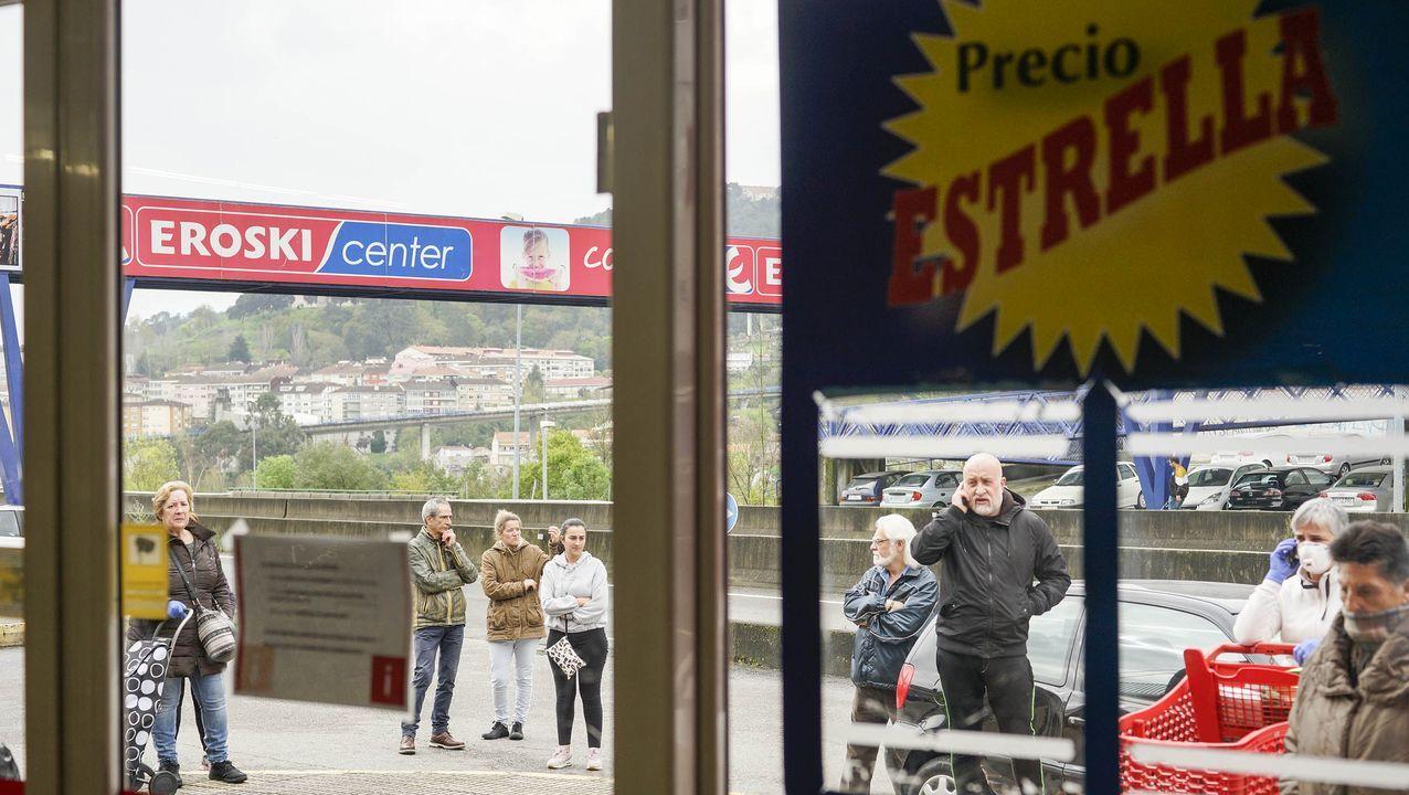 El equipo del Eroski de la Estación de Autobuses grabó este vídeo para tranquilizar a todos sus clientes.Manuela Grande, propietaria de la panadería O Forno do Cumial