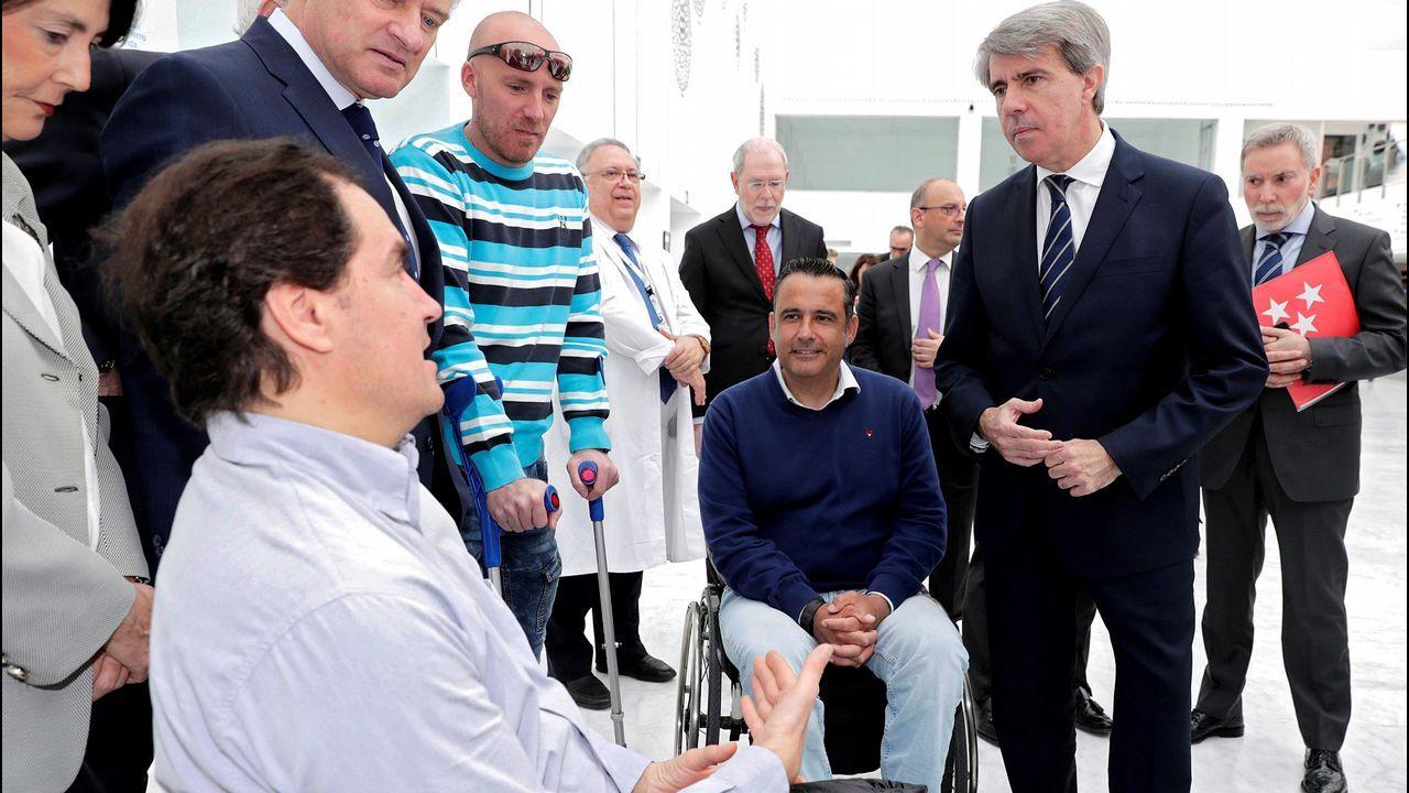 Aprobada la primera terapia celular de Europa para lesiones medulares.Trabajadores de Alcoa durante la asamblea celebrada en Avilés donde los representantes de los empleados de la planta asturiana y de la A Coruña