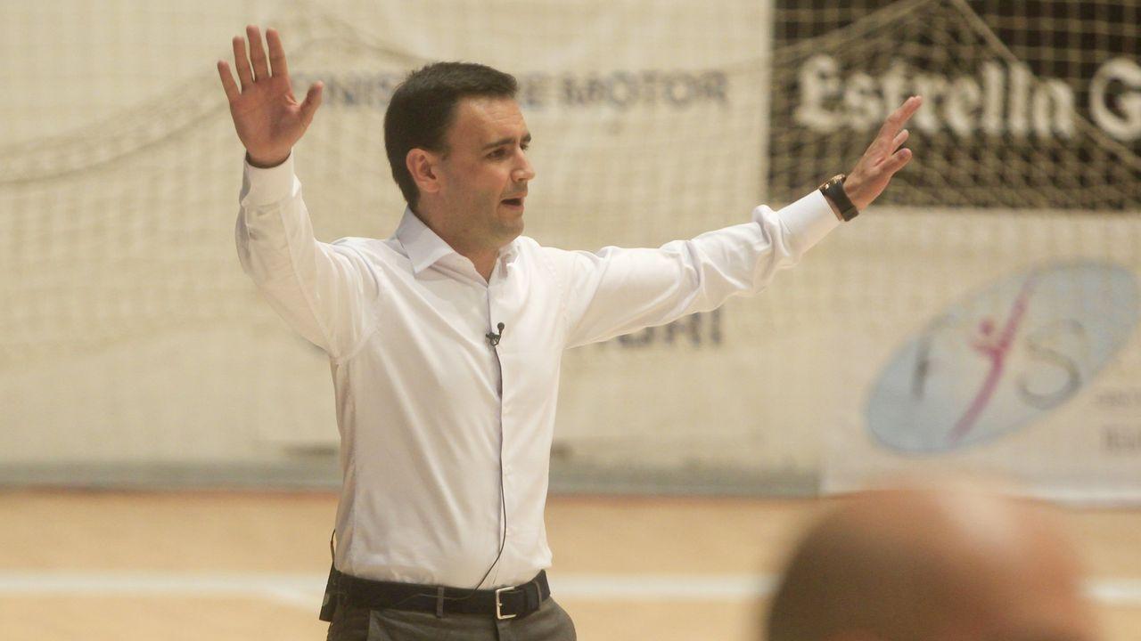 Las imágeness del Teucro - Córdoba.Saul Berjon transforma un penalti frente al Lugo en la 17/18