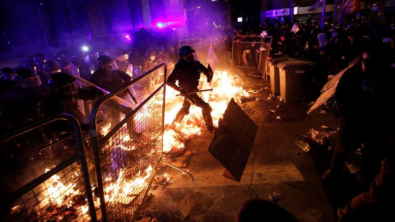 Los radicales causaron graves incidentes y convirtieron el centro de Barcelona en un campo de batalla