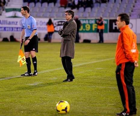 Insua, una trayectoria fulgurante.Fernando Vázquez apenas se sentó durante el partido.