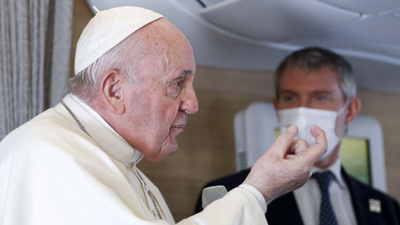 Europa alivia las restricciones.El papa en el avión de regreso de su viaje de Irak