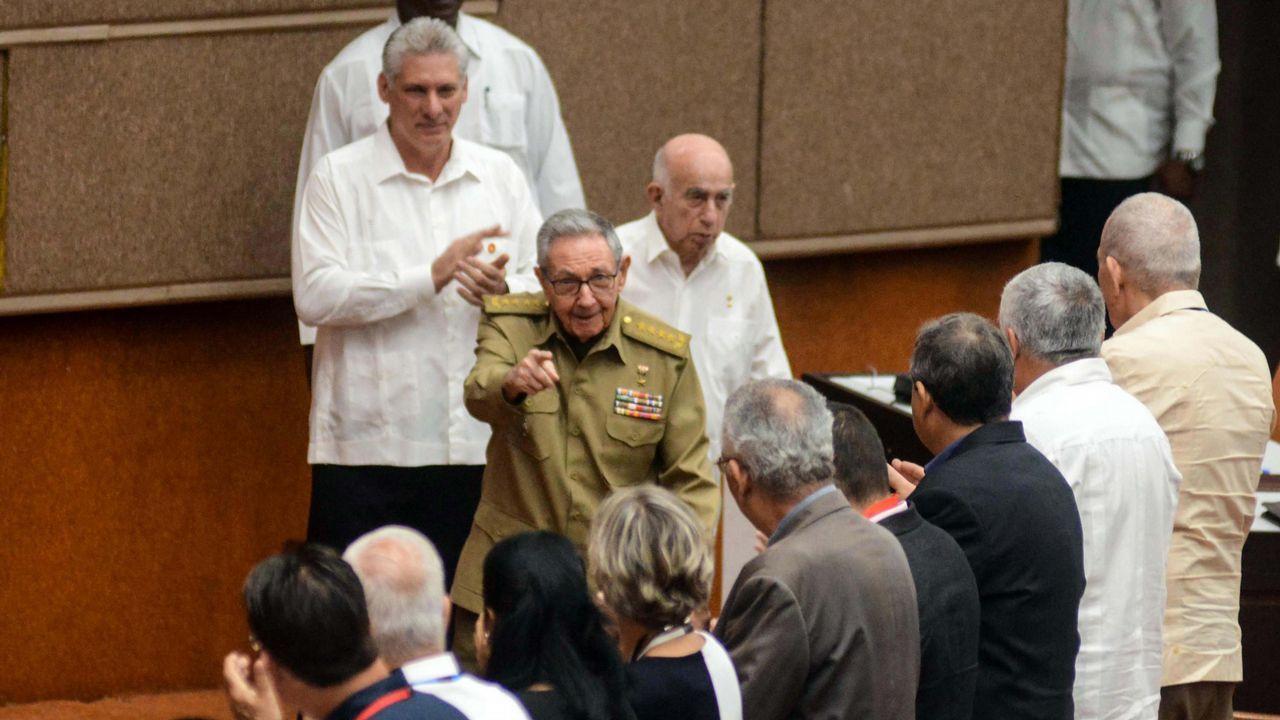 Sanchez saluda al presidente de Cuba, Miguel Díaz-Canel