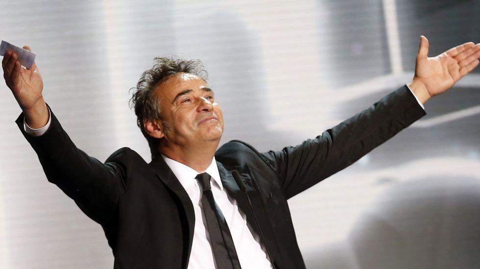 El realizador chino, Xiaigang Feng, tras recibir la Concha de Oro a la mejor película