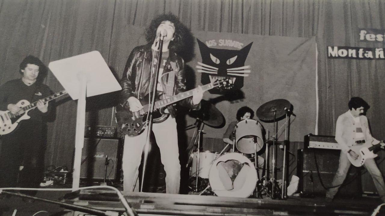 Ángel Ruiz, a la izquierda de la imagen, en una de las primeras fotos del grupo