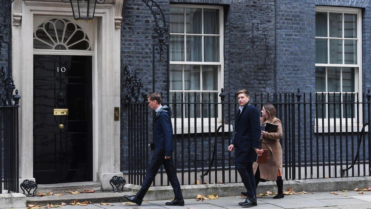 Cargos del Gobierno llegan a Downing Street