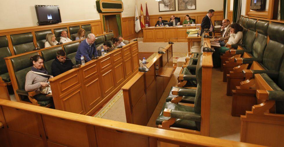 El abandono del PP del pleno centró ayer el debate municipal con un duro cruce de acusaciones.