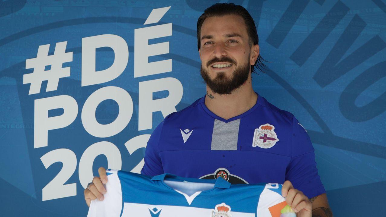 Fernando Vázquez: «<span lang= gl >Hai grandes xogadores, e hai grandes entrenadores en tódolos equipos de Segunda B</span>».Yoel Bárcenas celebra el 1-0 frente al Numancia