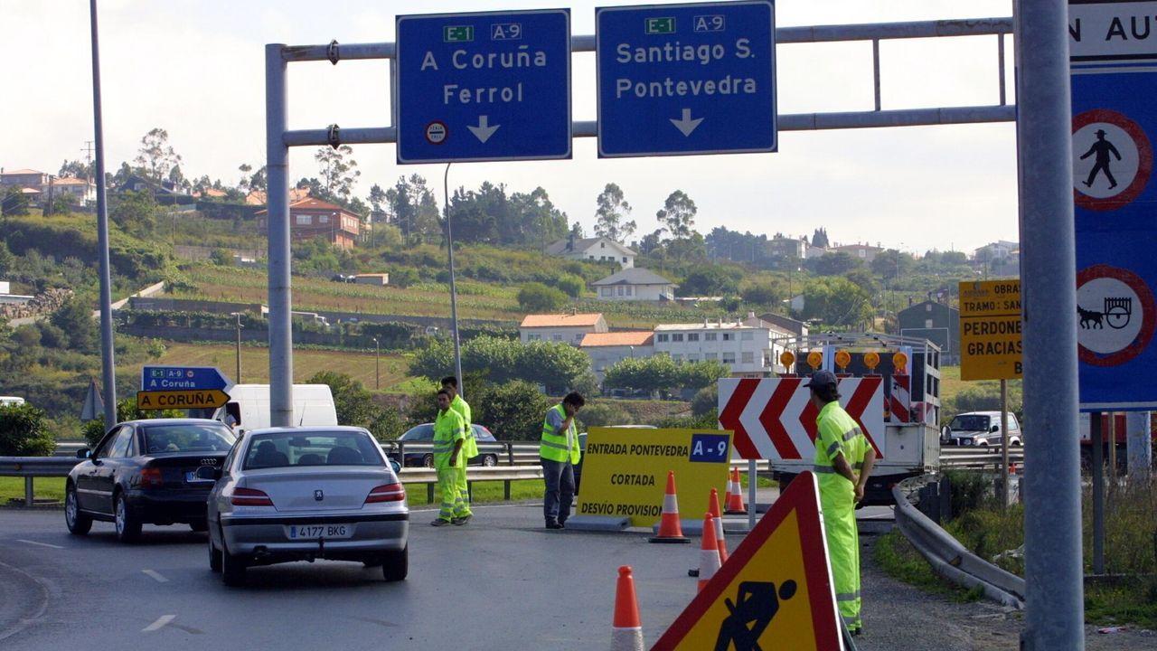Las amplaiciones de viales que el Estado sí pagó.Javier Suárez y Beatriz Veiras, de la Raxería San Marcos, en la carretera de Lavacolla