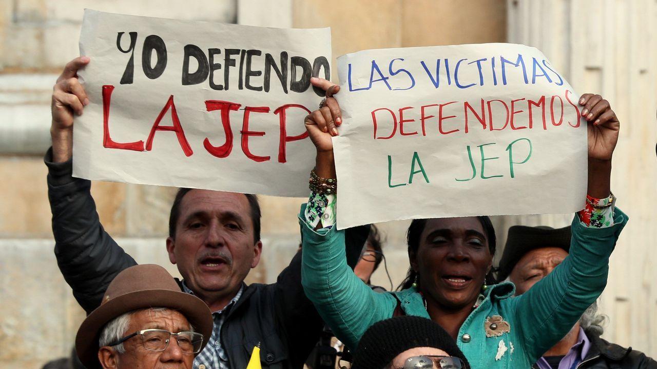 Manifestación a favor del pacto entre Santos y las FARC y contra las objeciones de Duque