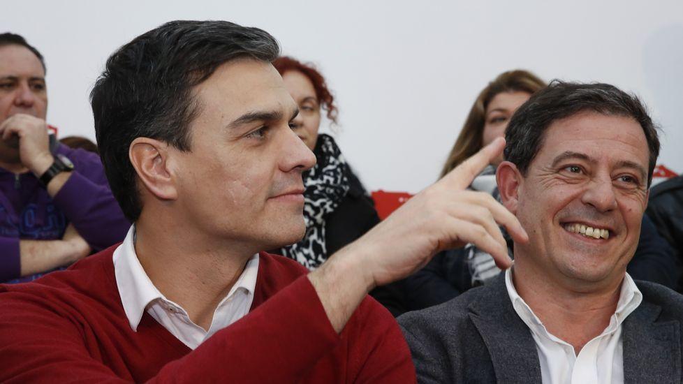 Catalá: «Podemos está rodeado de terroristas con los que se reúne».Pedro Sánchez y Besteiro, en una imagen del pasado jueves, durante la visita del secretario general del PSOE a A Coruña.