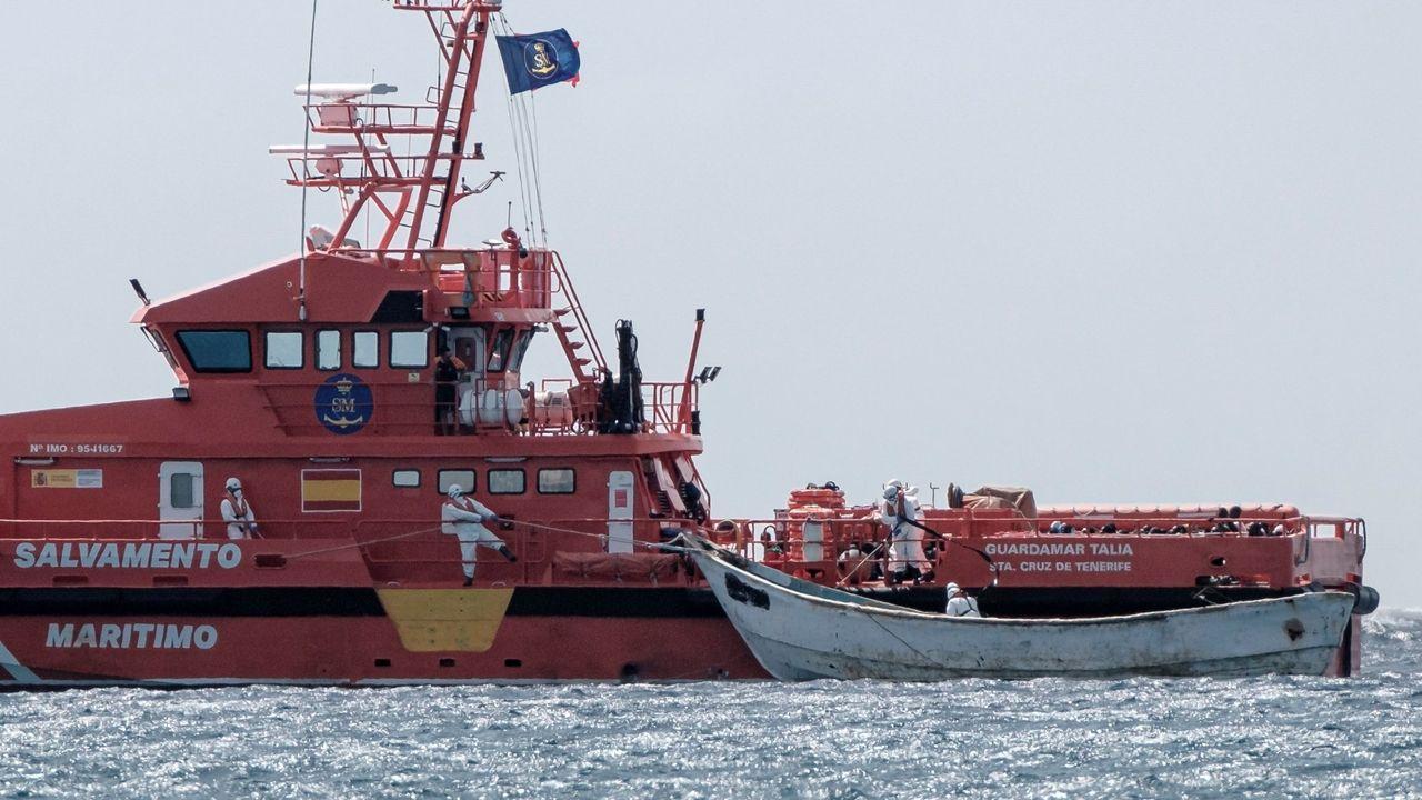 La embarcación de Salvamento Marítimo Salvamar Talía remolcó también el pasado sábado cayuco en la costa canaria