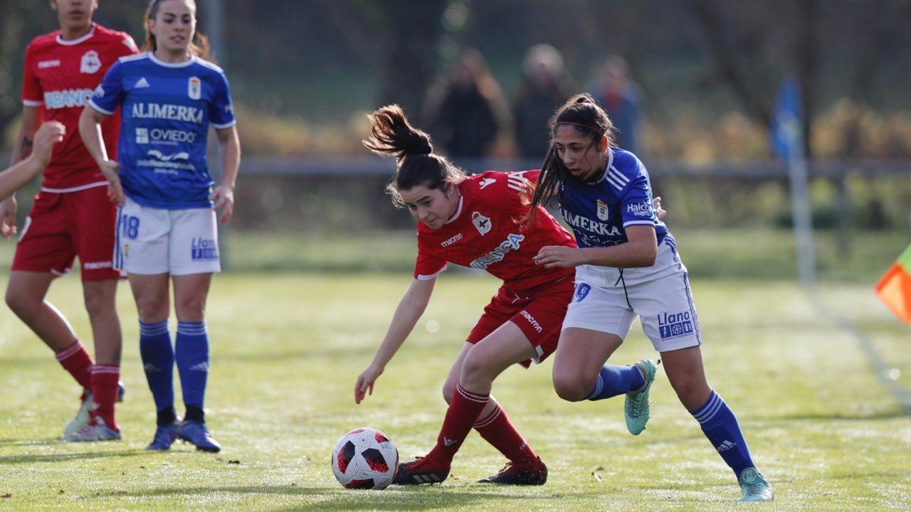 Cuque Real Oviedo Femenino Deportivo Feminas Requexon.Cuque pugna con una jugadora del Deportivo Féminas por un balón