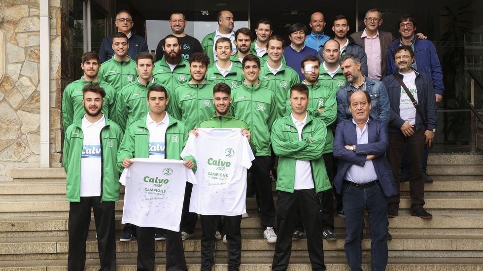 Concentración de examinadores de Tráfico.Verdés recibe la tarjeta roja en Zaragoza