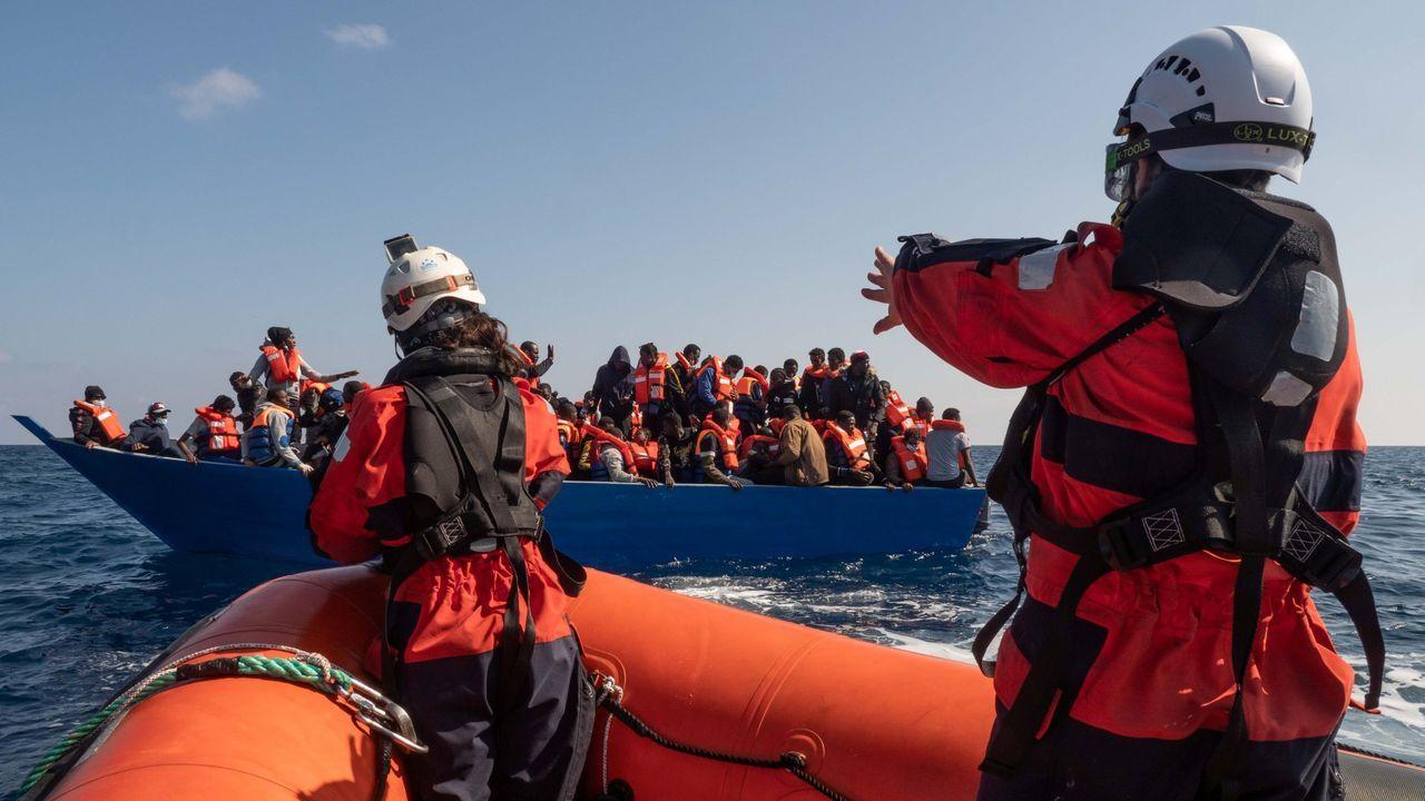 Rescate de un barco de migrantes cerca de las costa libia