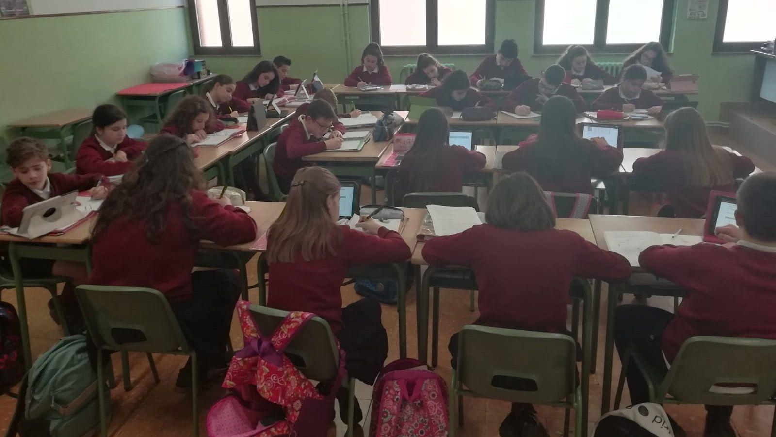 | EFE.Alumnos de 1º ESO del colegio San Vicente de Paúl, Gijón