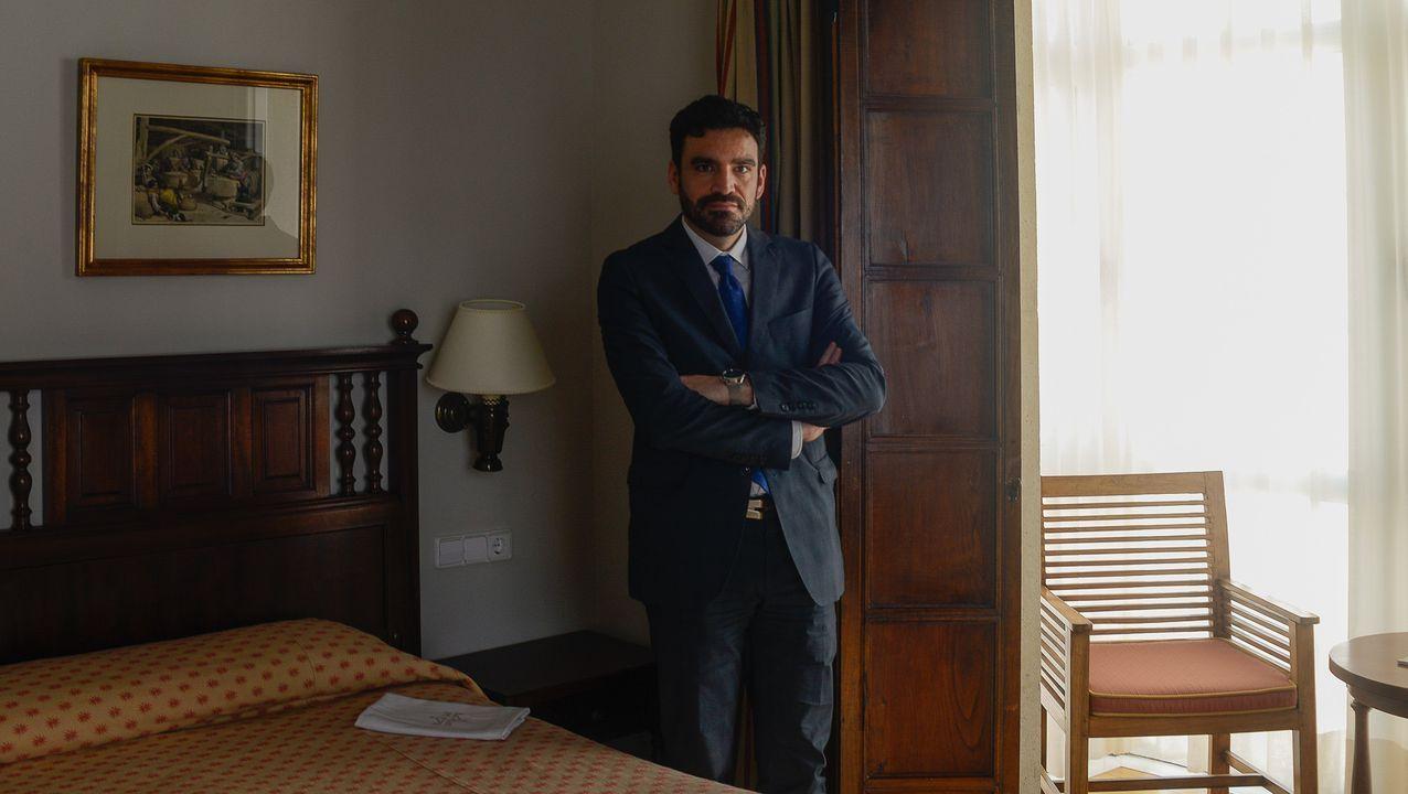 José Antonio Cedena, en una de las suites del Parador de Turismo