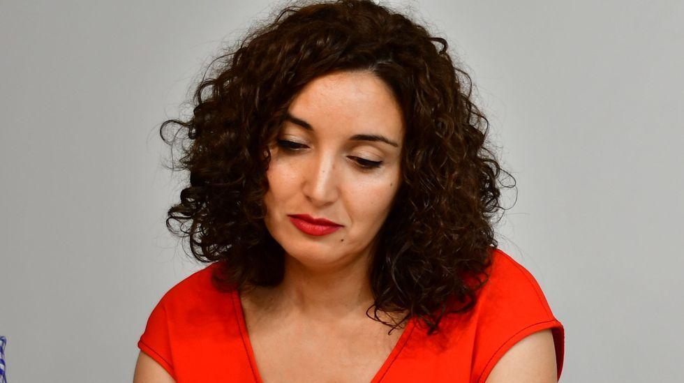 ¡Gran respuesta en la 13.ª edición de las Rutas do Mar de Muxía!.Ana Varela xa ten outro poemario anterior premiado e publicado