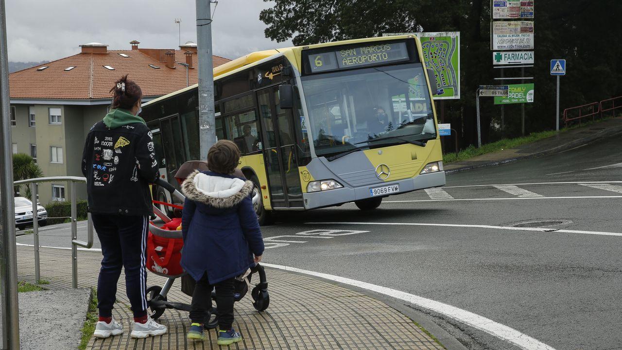 El nuevo itinerario de la línea 6 conecta ahora Os Tilos con el aeropuerto de Santiago