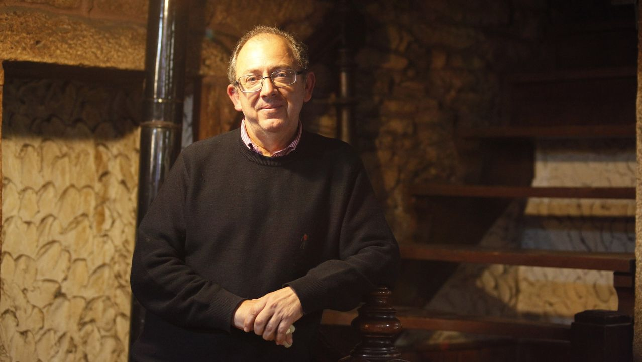 Diez monumentos románicos de la Ribeira Sacra lucense.Ángel Luis Utrera vive en el municipio de Agolada