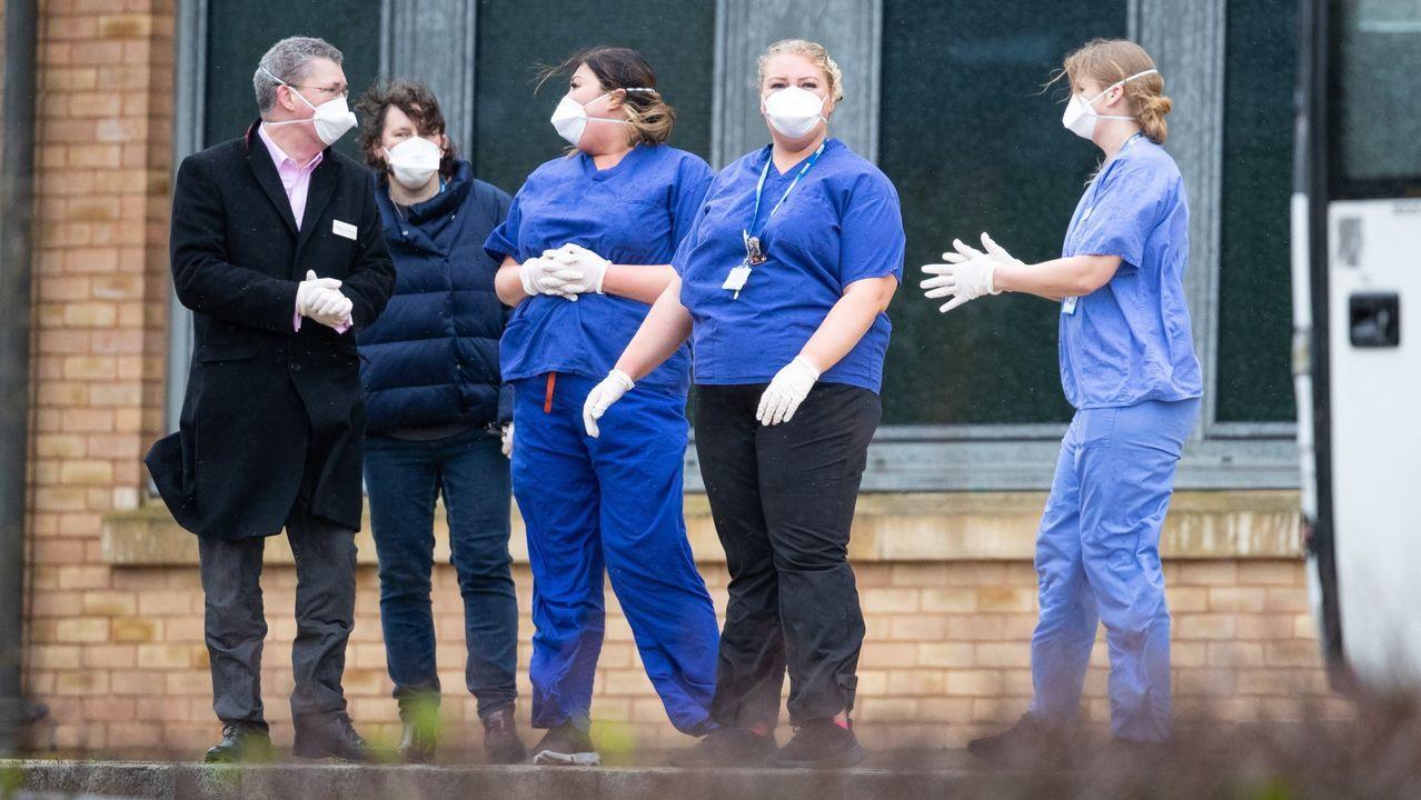 Equipo del hospital británico donde se atienden los casos por coronavirus